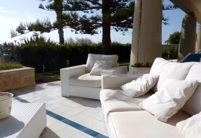 den pool mit purem salz frisch gehalten. Black Bedroom Furniture Sets. Home Design Ideas